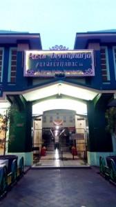 Pasar Beringharjo Yogyakarta tempat berburu batik murah dan berkualitas .