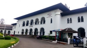 Mengunjungi Gedung Sate dan Kantor Pos Bandung