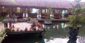 Rekreasi dan Makan Siang Di Lesehan Pring Pethuk Kota Batu