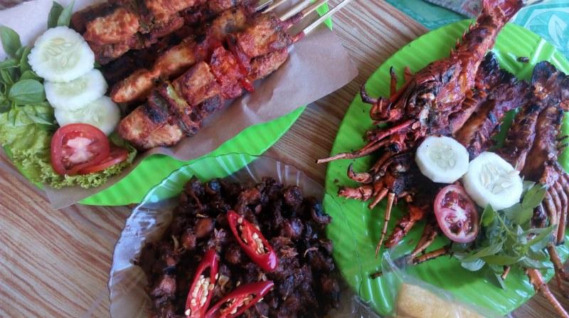 Warung Lesehan Seafood Wiji Lestari di Pantai Kondang ...