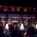 Menikmati makan enak di Atmosphere Resort Cafe Bandung yang cantik