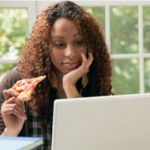 5 Kebiasaan Makan Yang Berbahaya
