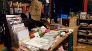 Omuniuum Galeri Buku Bekas dan Barang Indie di Ciumbuleuit Bandung