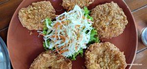 Makan Enak di Monthathip 2 di Pantai Samila Hat Yai