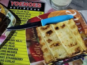 Yoenoes Penjual Roti Bakar dan STMJ Enak di Kota Batu
