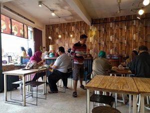 Sepiring Pecel di Warung Pagi Barrel Kota Wisata Batu