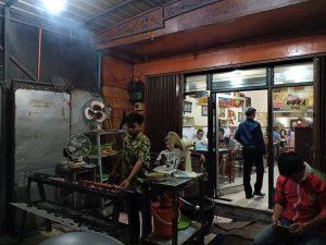 Menikmati Empuknya Sate Kambing Bang Saleh Kota Malang